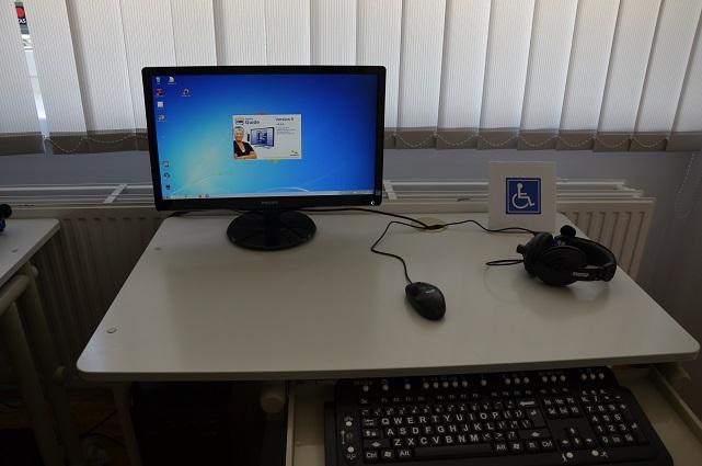 Stanowisko komputerowe dla osoby niepełnosprawnej